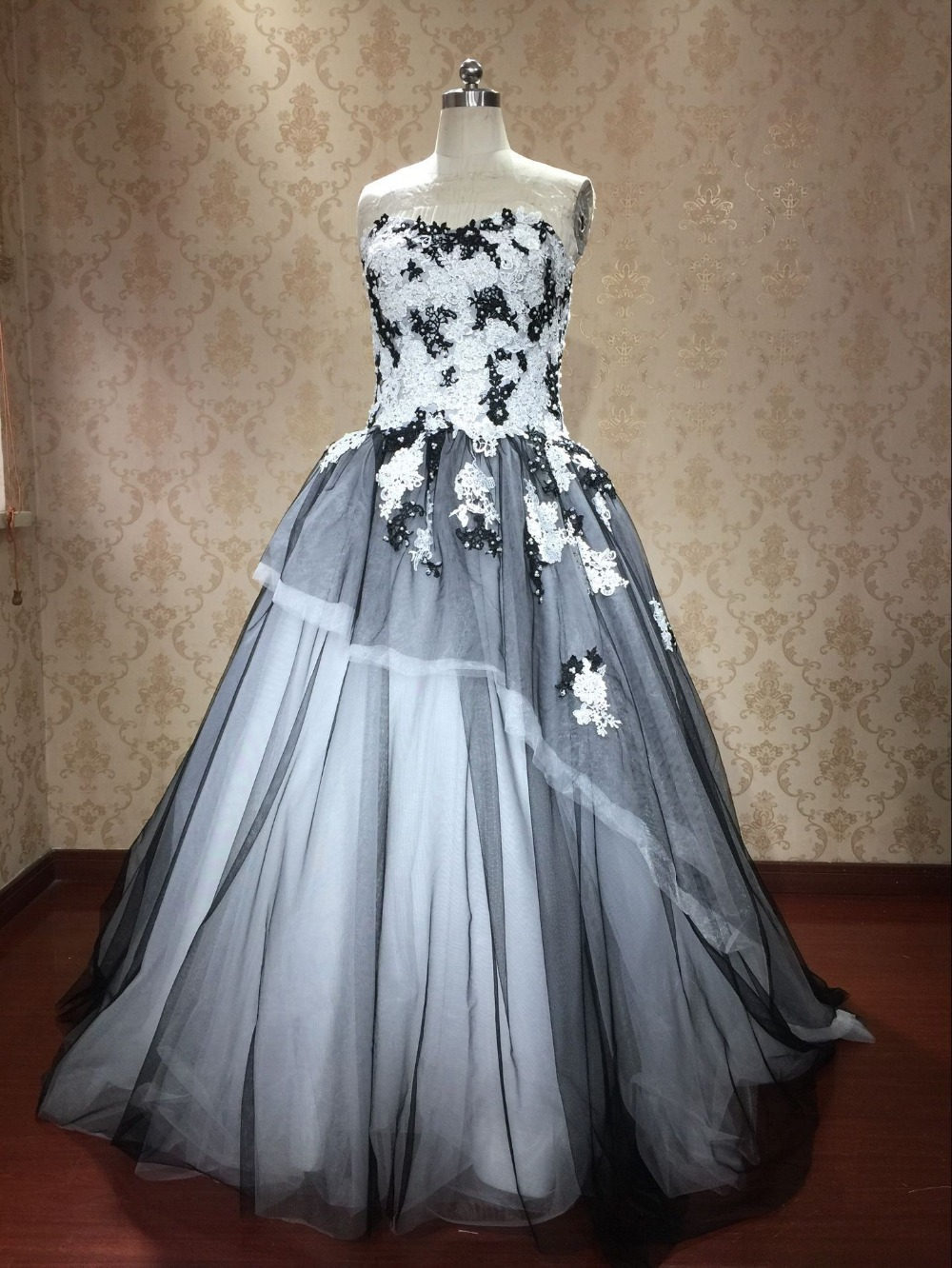 Romantic black and white applique sweetheart unique design for Unique black and white wedding dresses
